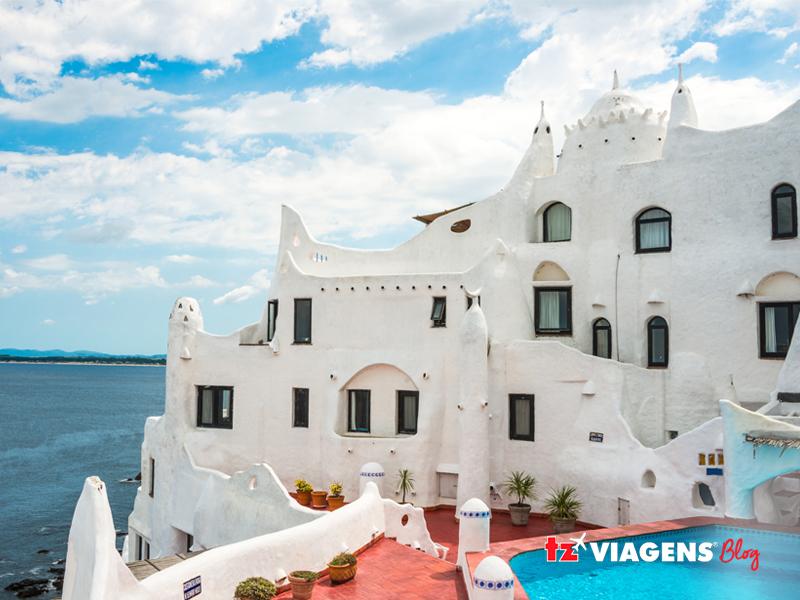 Casapueblo é o ponto turístico mais visitado em Punta del Este (Uruguai)